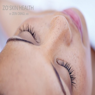 Stimulation Peel bidrar til en fastere hud, demper mørke flekker og reduserer fine linjer og rynker